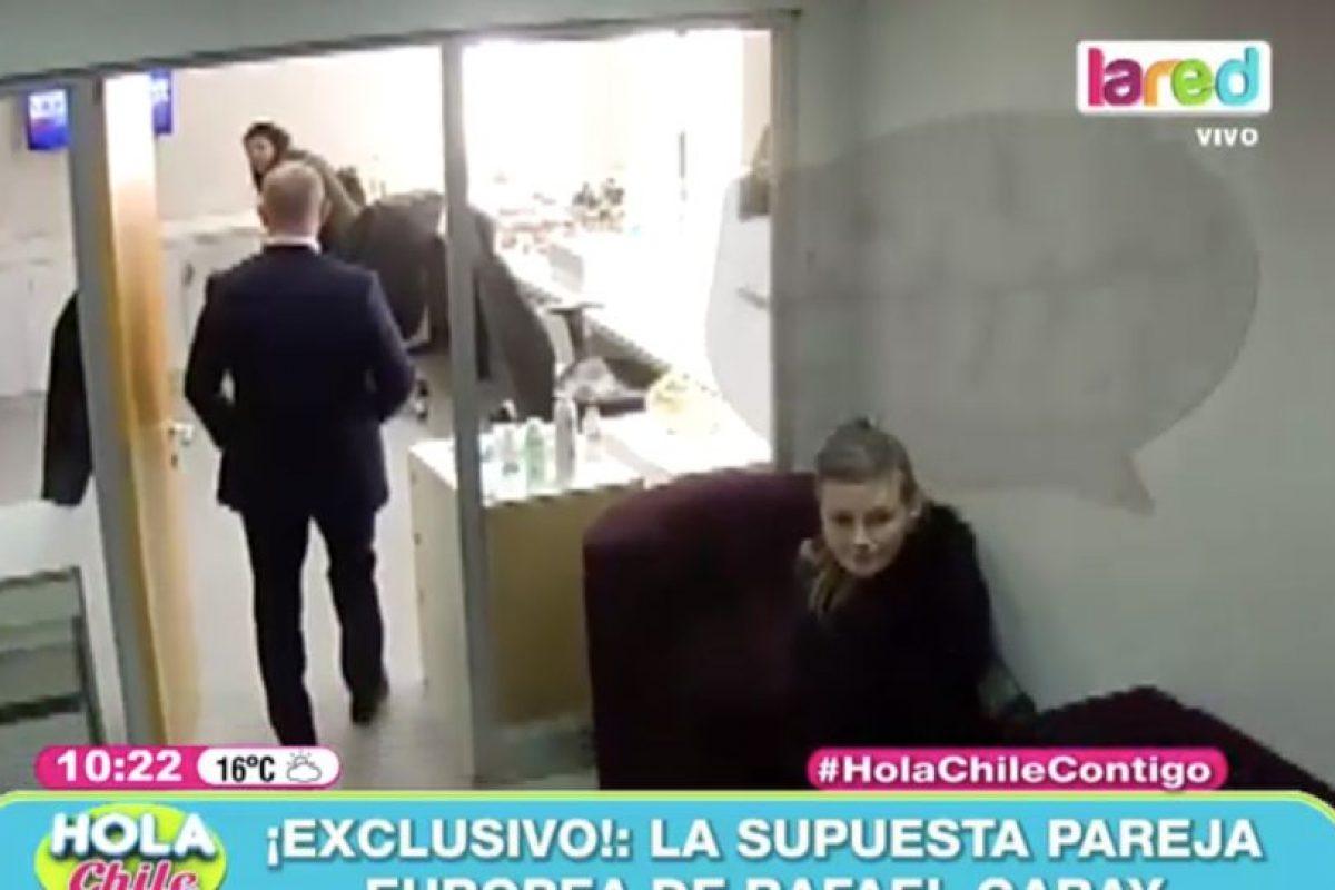 """El matinal """"Hola Chile"""" de La Red publicó inéditas imágenes de una supuesta novia rusa de Garay. Foto:La Red. Imagen Por:"""