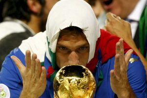 Fue campeón del mundo Sub 21 en 1996 y diez años después conseguiría la gran gloria, luego de proclamarse campeón del Mundo con Italia en Alemania 2006. Con la Azzurra sumó 58 partidos y nueve anotaciones. Foto:Getty Images. Imagen Por: