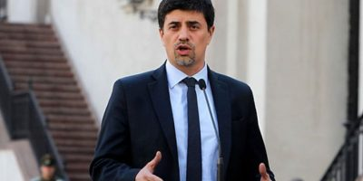 Vocero de Gobierno confiesa que llamó a Matthei para ofrecer disculpas tras ofensivo tuiteo