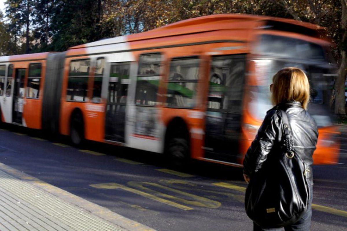 Desde 2018 se produciría una renovación masiva de buses y una reorganización en la malla de recorridos. Además, se anticipa un sistema público-privado de terminales ajeno a operadores de vías. Foto:Agencia UNO. Imagen Por: