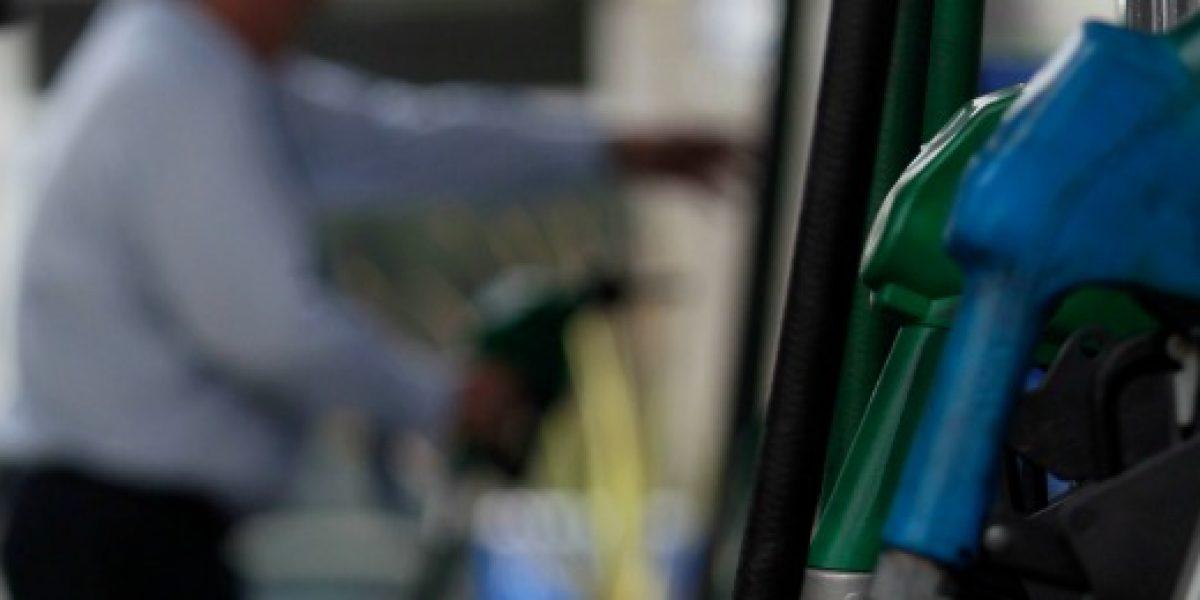 Precio de las bencinas vuelve a subir este jueves