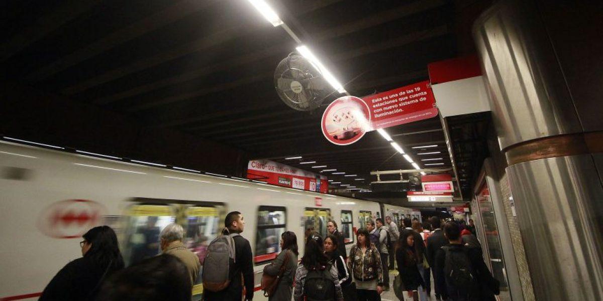 Metro de Santiago reforzará servicio por partido Colo-Colo vs Universidad de Chile
