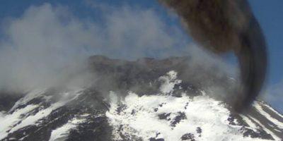 """De """"un aletazo"""" Cóndor dejó fuera de ángulo una cámara del Volcán Nevados de Chillán"""
