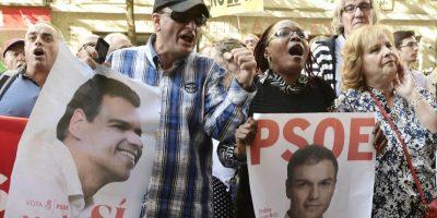 Líder socialista español Pedro Sánchez dimite tras perder votación clave