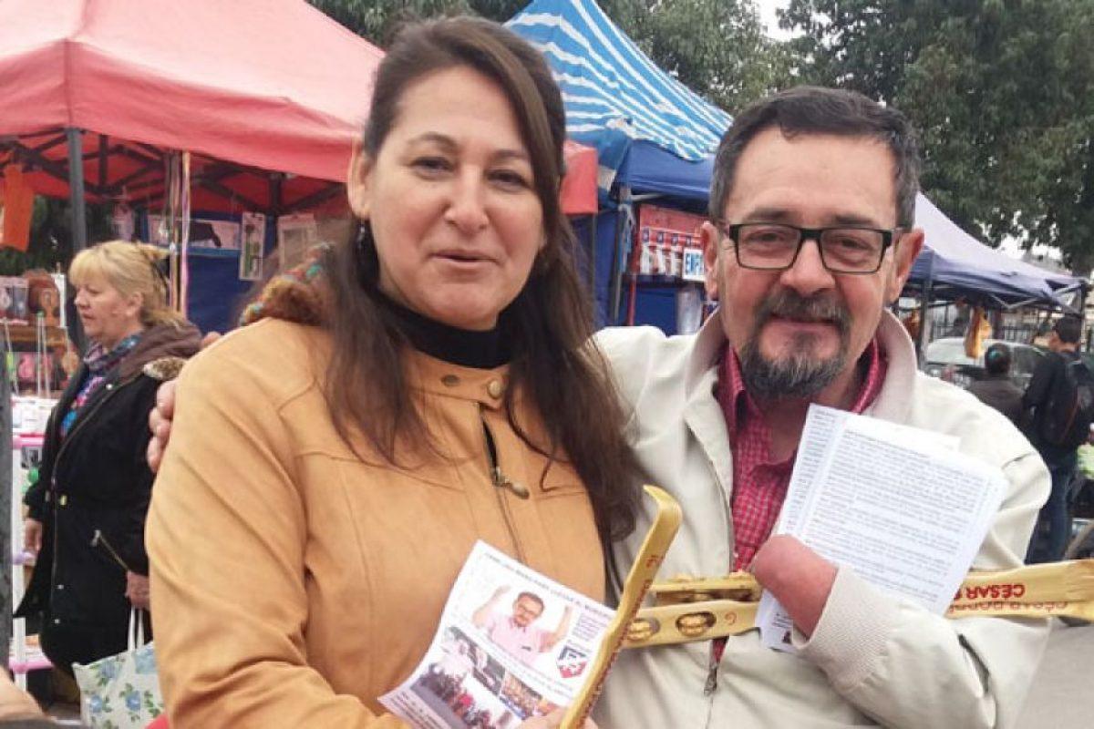 """César Rodriguez (PR) candidato a concejal por Estación Central, dice en su slogan """"Dame una mano para llegar al municipio"""". Foto:La Tercera. Imagen Por:"""