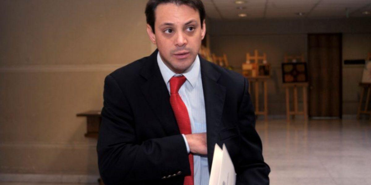 Levantan orden de arresto contra diputado Gaspar Rivas tras fallida audiencia con Luksic