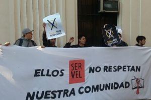 Carabineros de Fuerzas Especiales desalojó la oficina y disolvió la manifestación. Foto:Reproducción Twitter Aces. Imagen Por:
