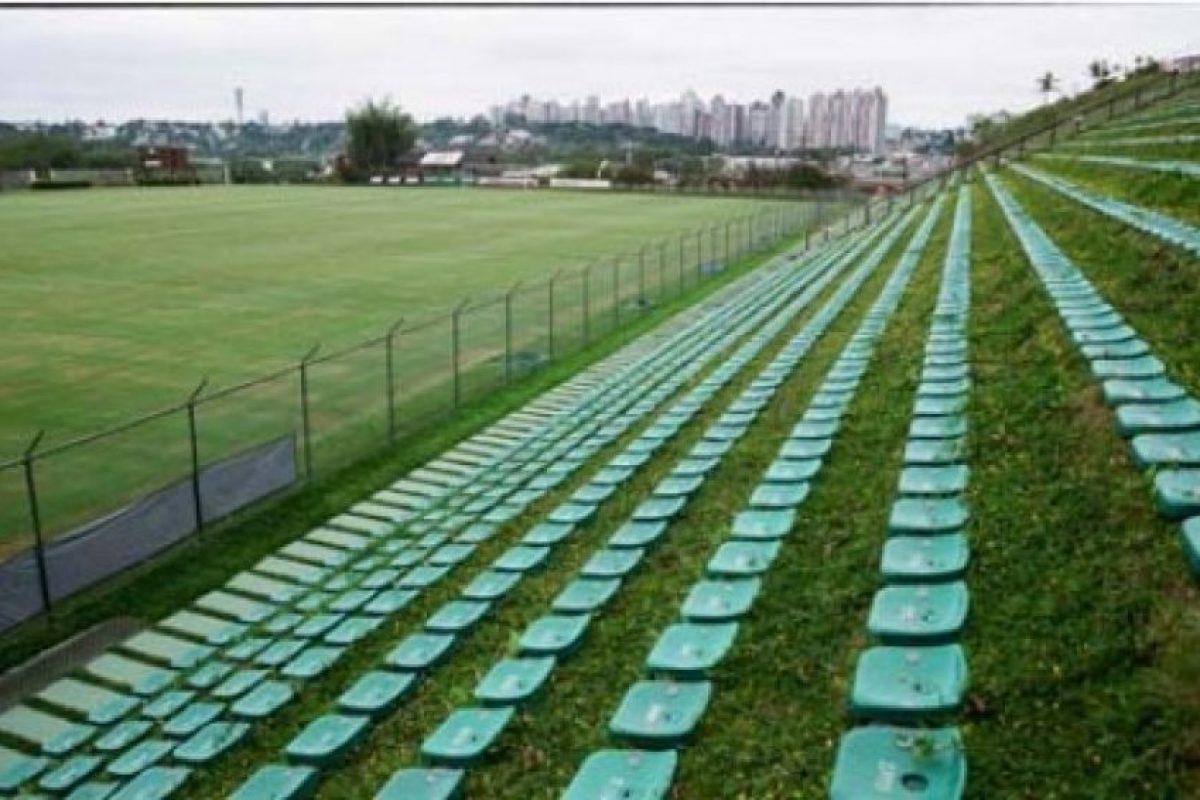 """Eco-Estadio Janguito Malucelli (Brasil). El primer estadio """"ecológico"""" del mundo tiene la particularidad que sus butacas están instaladas sobre el césped y no se utilizó cemento. Foto:Sitio web oficial Janguito Malucelli. Imagen Por:"""