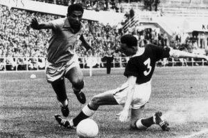 Garrincha – puntero por derecha Foto:Getty Images. Imagen Por: