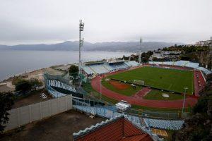 Stadion Kantrida (Croacia). Su apariencia llama la atención por estar rodeado de acantilados al norte y la costa del Adriático al lado norte. Es la casa del HNK Rijeka y alberga 12 mil espectadores Foto:Getty Images. Imagen Por: