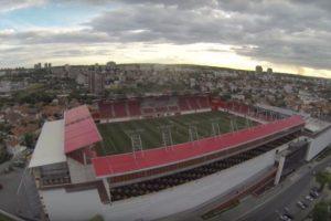 Vozdovac Stadion (Serbia). Es la casa del FK Vozdovac y su particularidad es que está sobre un centro comercial. Tiene una capacidad para 5200 espectadores. Foto:Captura de pantalla. Imagen Por: