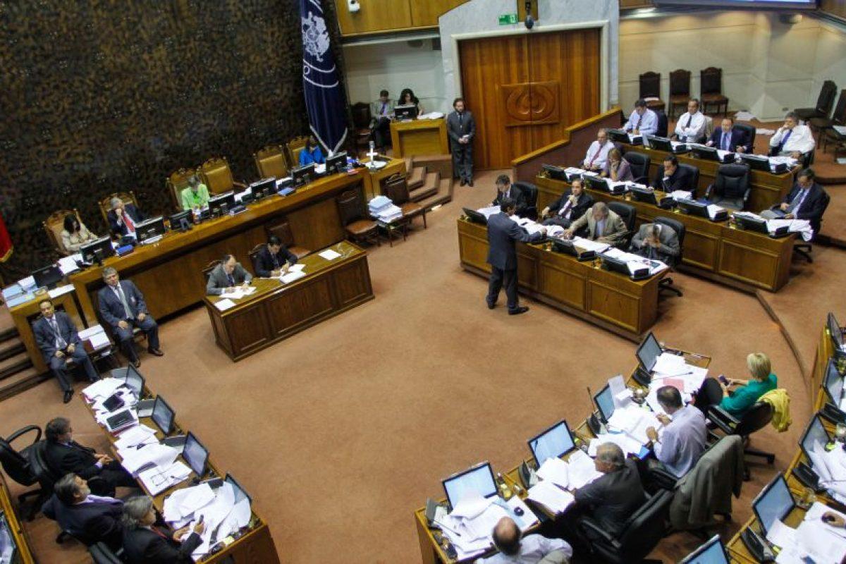 Ayer el senado aprobó la medida que transforma al cargo de intendente en gobernador regional, el que además será electo por votación directa. Foto:Agencia UNO. Imagen Por: