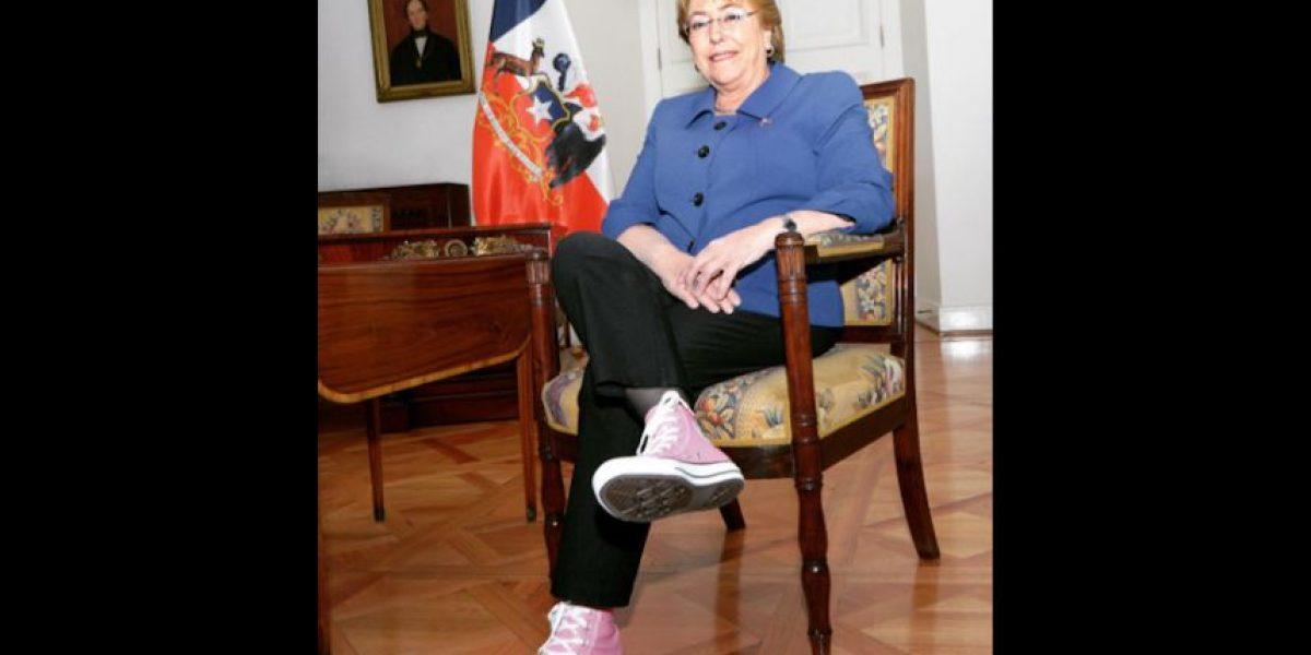 La razón por la que Bachelet subió a Instagram esta fotografía con zapatillas rosadas