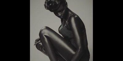 ¿Quién es la modelo que conquistó a internet por su piel increíblemente negra?