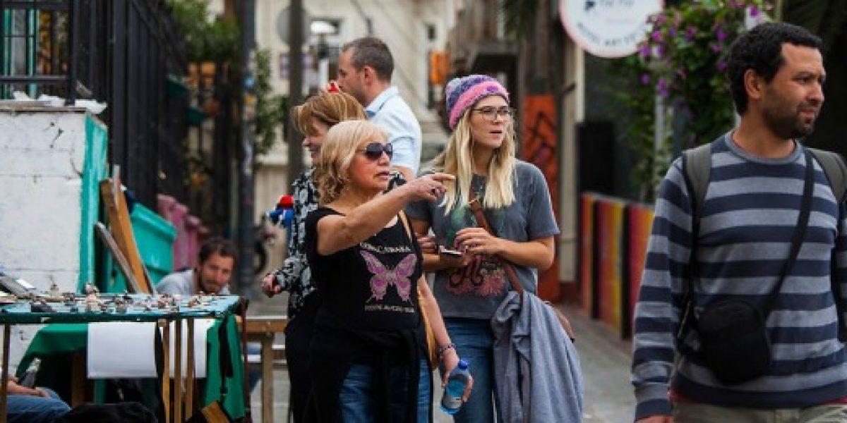 Estadounidenses apenas conocen a Chile, pero destacan el turismo y critican la poca innovación