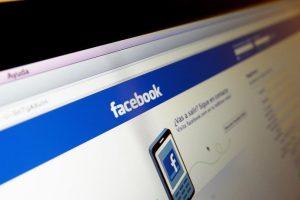 Facebook posee la ventaja de generar comunidades alrededor de una figura. La actual función de Facebook Live ha sido utilizada en las últimas semanas por Bachelet. Foto:Agencia UNO. Imagen Por: