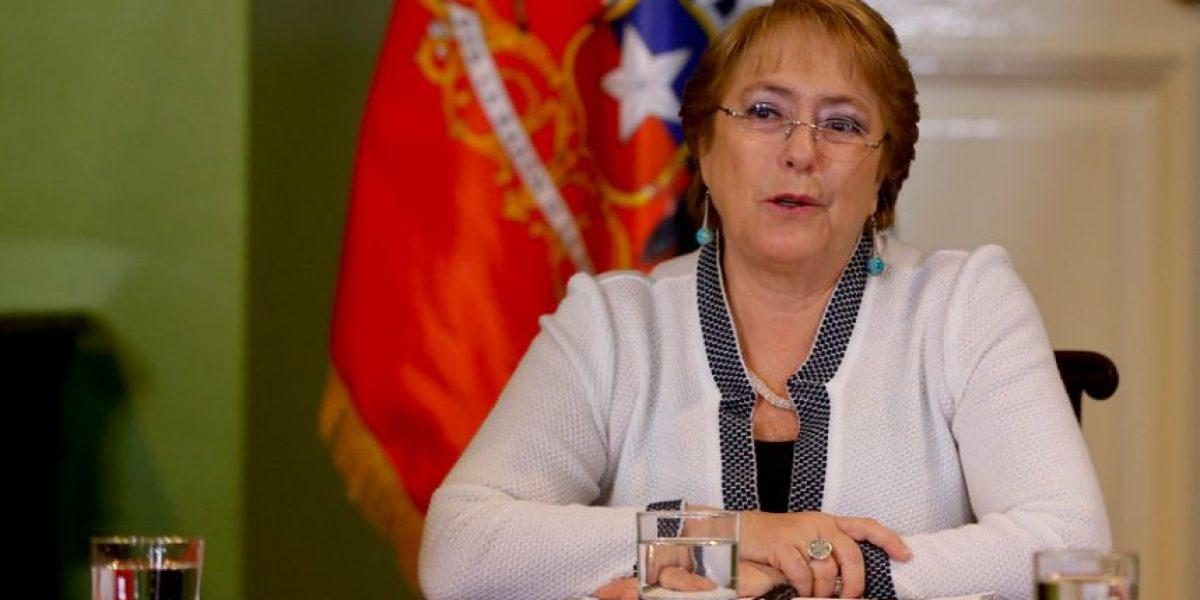 Bachelet abre cuenta de Twitter y envía mensaje de felicitaciones a Santos por el Nobel de la Paz
