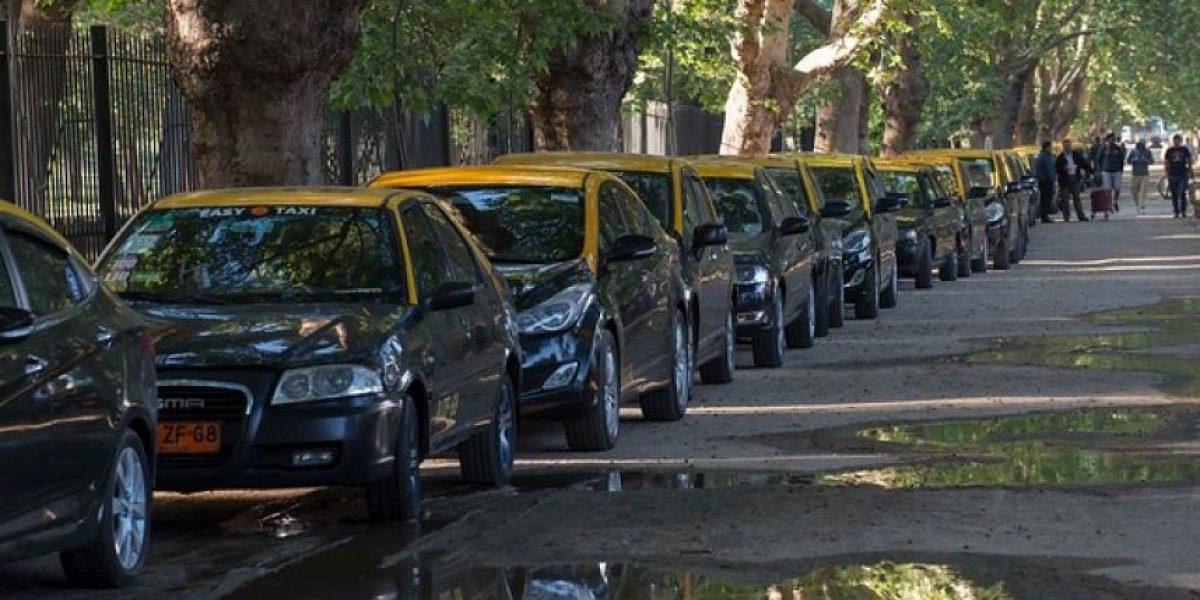 Atochamiento y molestia entre automovilistas causa protesta de taxistas contra Uber y Cabify