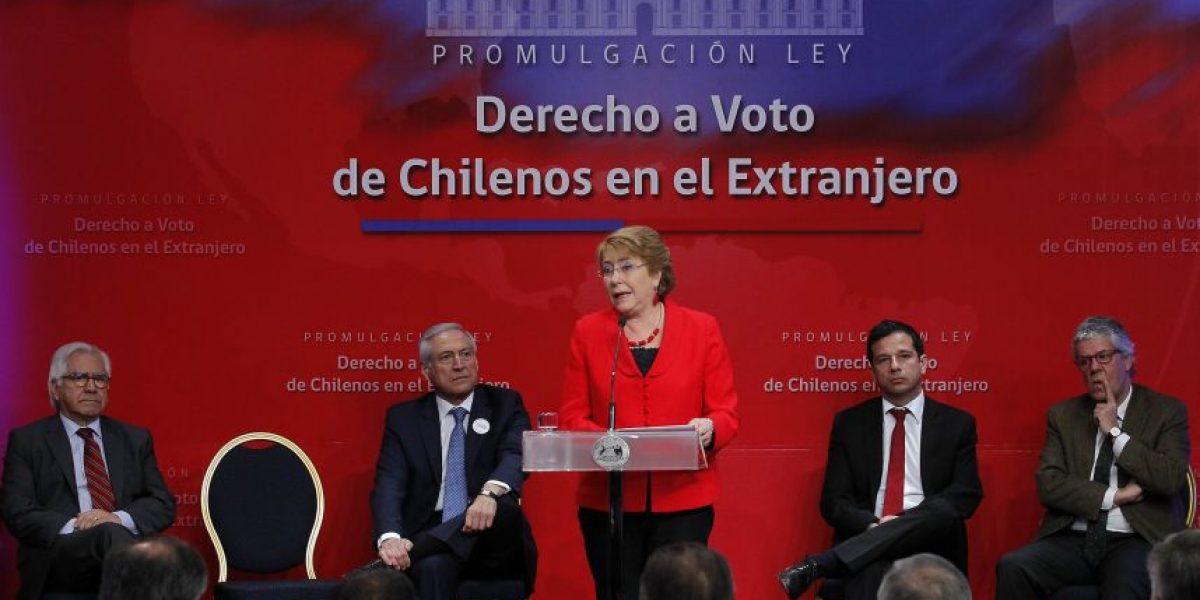 Bachelet promulga ley que regula el derecho a voto de los chilenos en el extranjero