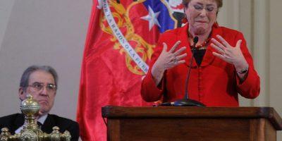 Bachelet se emociona en acto de reconocimiento a violaciones en dictadura: