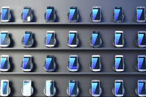 El Galaxy Note 7 tuvo un lanzamiento calamitoso debido a los riesgos de explosión de la batería, lo que obligó a la empresa a llamar a revisión a miles de aparatos. Foto:Afp. Imagen Por:
