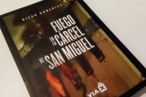 """El periodista, Diego González, expuso en su libro """"Fuego en la cárcel de San Miguel"""" la historia del antes y después del recordado incendio que cobró la vida de 81 reclusos el año 2010. Foto:Consuelo Rehbein. Imagen Por:"""
