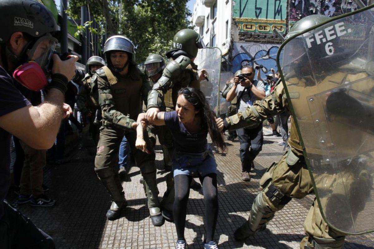 """Incidentes durante la """"Marcha por la resistencia Mapuche"""". Foto:Aton. Imagen Por:"""