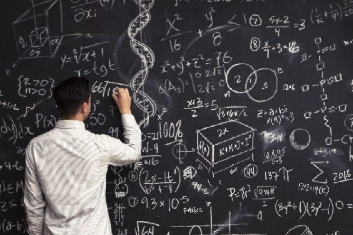 """Según Infobae, la explicación es la siguiente: """"La primera cuenta es 8+2=16106. A ese resultado se llega tras multiplicar ambos números (16), luego sumar ambos números (10) y restarle el segundo al primero (6).Y lo mismo con todas las demás cuentas"""". Foto:Getty. Imagen Por:"""