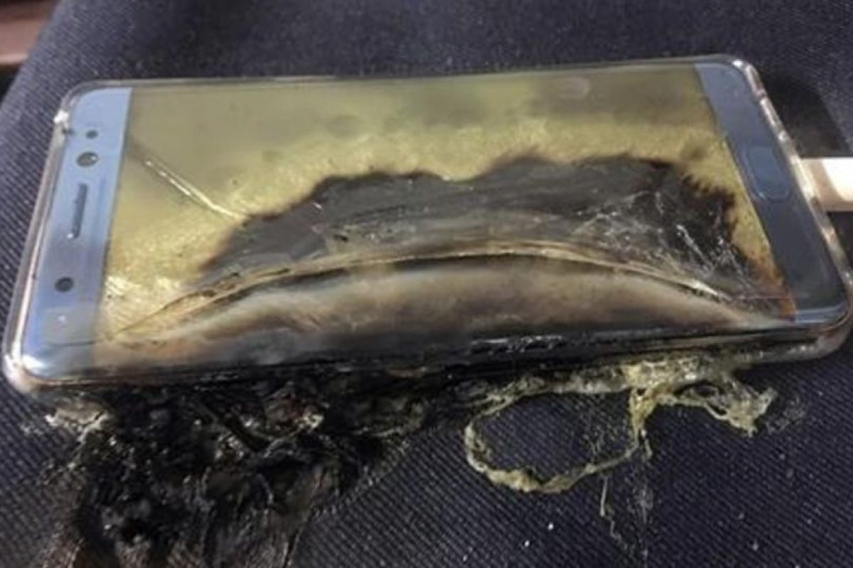 """""""Al considerar prioritaria la seguridad del consumidor hemos tomado la decisión final de parar la producción del Galaxy Note 7"""", indicó la firma surcoreana en un comunicado oficial. Foto:Afp. Imagen Por:"""