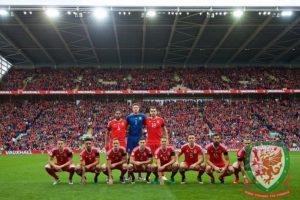 Las extrañas fotos de alineación de la Selección de Gales Foto:Getty Images. Imagen Por: