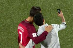 Un hincha ingresó a la cancha para tomarse una selfie con Cristiano Ronaldo. Foto:Captura de pantalla. Imagen Por:
