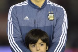 Benjamín es hijo del matrimonio que tuvieron Sergio Agüero y Giannina Maradona. Foto:AFP. Imagen Por: