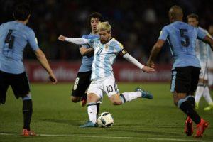 Lionel Messi ha estado en tres partidos y uno de ellos fue ante Uruguay, donde fue la figura al convertir el tanto que les dio la victoria por 1 a 0. Foto:AFP. Imagen Por: