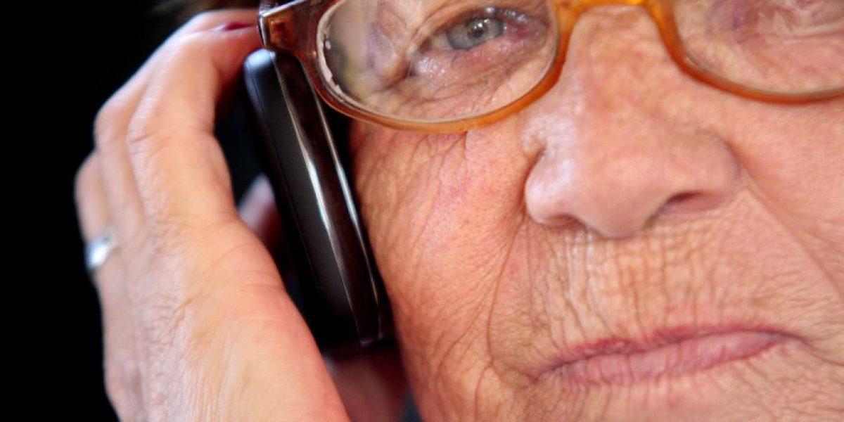 Cinco accesorios tecnológicos para regalar a un adulto mayor