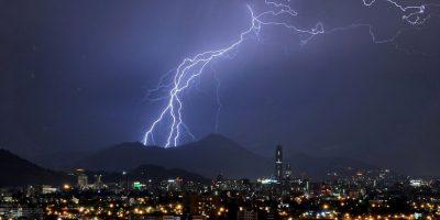 Pronostican lluvias y tormentas eléctricas en Santiago y Valparaíso para este fin de semana