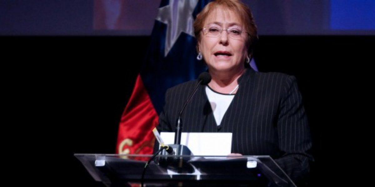 Bachelet destacó exportación de servicios de Chile y lanzó nueva marca país para el sector