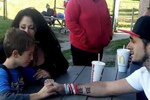 El momento en el que el niño se entera de que su mamá ha muerto Foto:Facebook. Imagen Por: