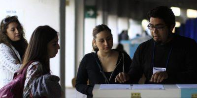 Diputados presentan proyecto que rebaja a 16 años la edad para votar en elecciones