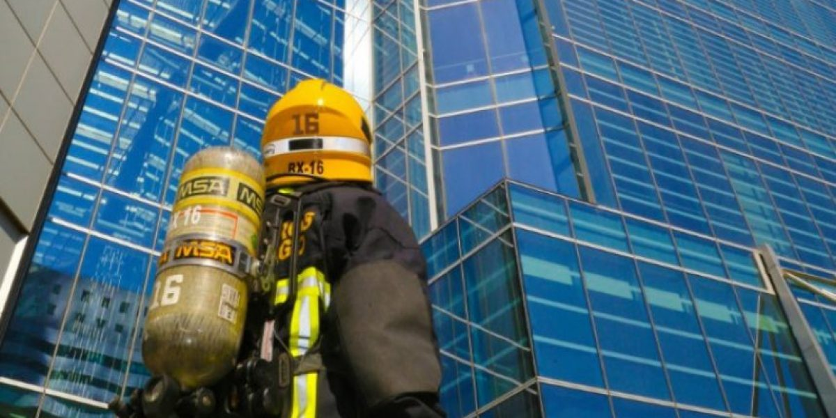 """500 bomberos se enfrentarán a la torre más grande de Chile en la """"carrera por la vida"""""""