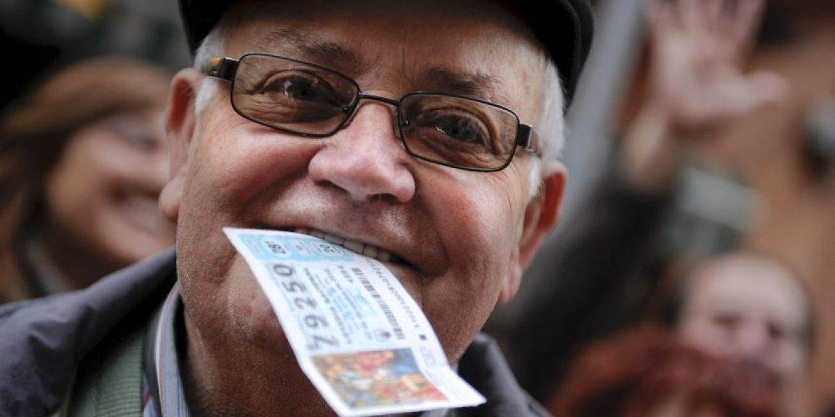 Lo perdió todo en inundación, jugó a la lotería y ahora es millonario