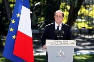 """El presidente francés, François Hollande recogió aquel guante hoy y, ante las víctimas y la clase política, reconoció que """"lo que fue golpeado el 14 de julio fue la unidad nacional"""". Foto:Efe. Imagen Por:"""