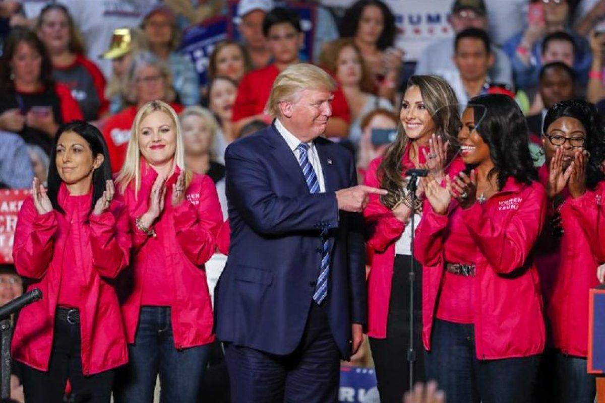 La campaña electoral de Trump se encuentra sumida en un caos luego de la divulgación hace ocho días de un video en el que hacía comentarios vulgares sobre las mujeres, tras la cual se han sumado acusaciones de abuso sexual en su contra. Foto:Efe. Imagen Por: