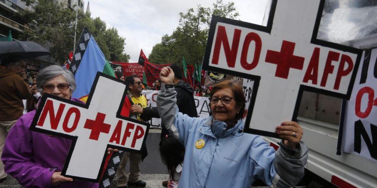 Con lluvia y sin incidentes se desarrolla la tercera marcha contra las AFP