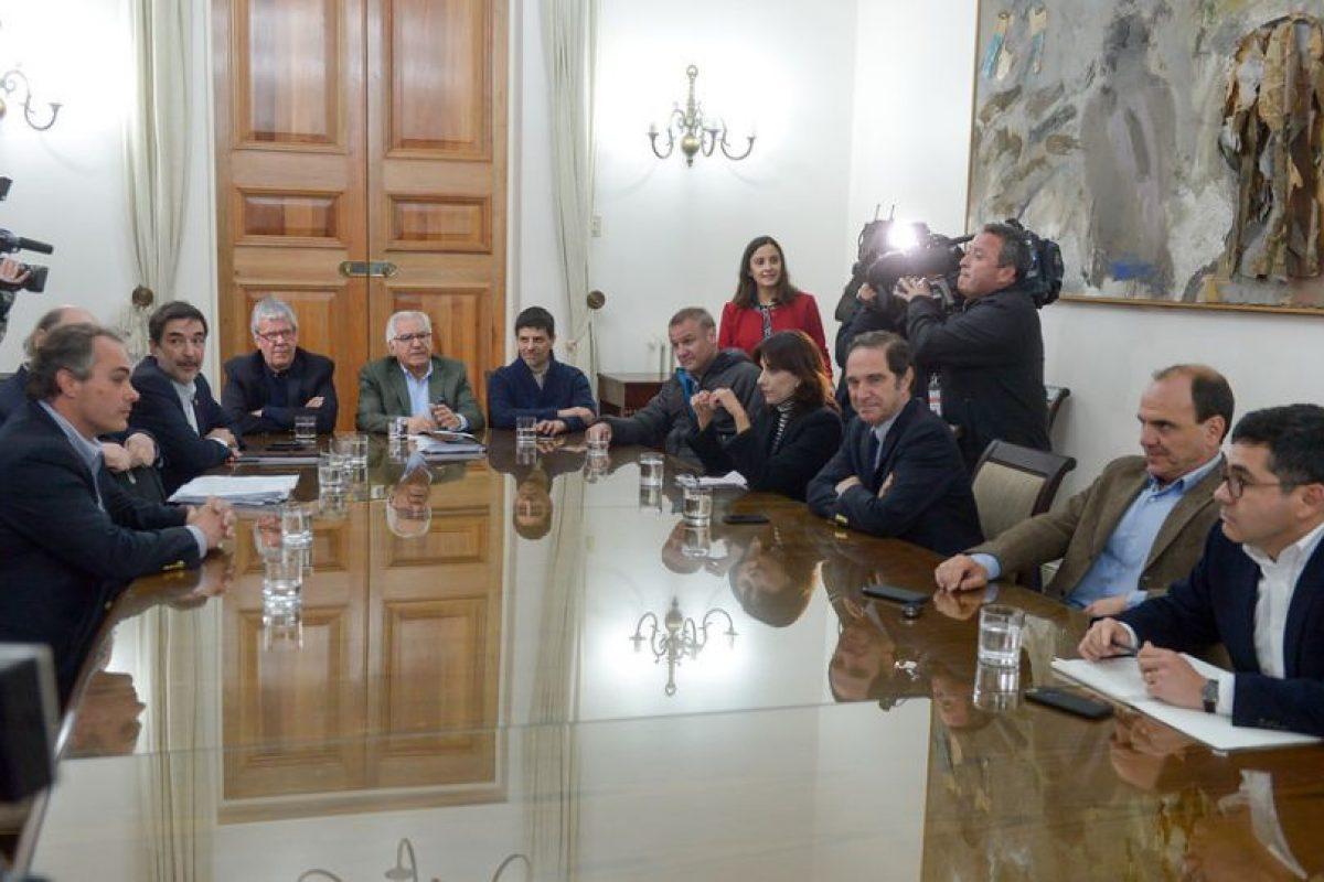Durante la tarde de hoy, se reunieron los representantes de Chile Vamos, UDI, RN, PRI y Evopoli, con los MInistros que conforman el Comite Politico de La Moneda Foto:ATON. Imagen Por: