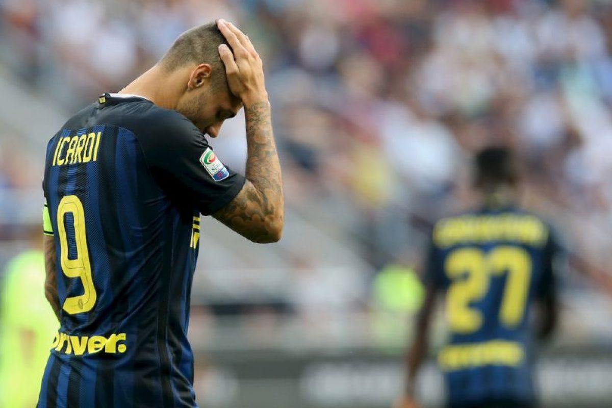 Además, el delantero sufrió amenazas en su hogar. Foto:Getty Images. Imagen Por:
