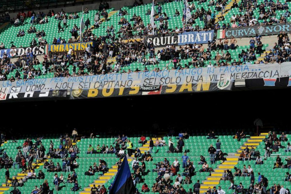 Las amenazantes pancartas abundaron en el Giuseppe Meazza. Foto:Getty Images. Imagen Por: