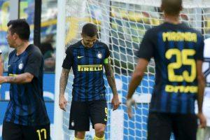 El delantero viene de fallar un penal ante Cagliari y ser amenazado por los hinchas de Inter de Milán. Foto:Getty Images. Imagen Por: