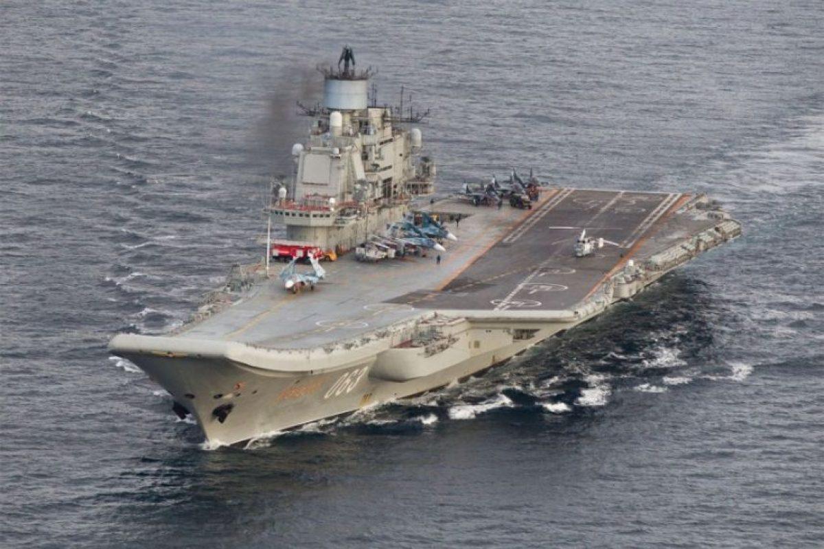 El portaaviones Almirante Kuznetsov captado por las Fuerzas Armadas de Noruega. Foto:AFP PHOTO / FORSVARET. Imagen Por:
