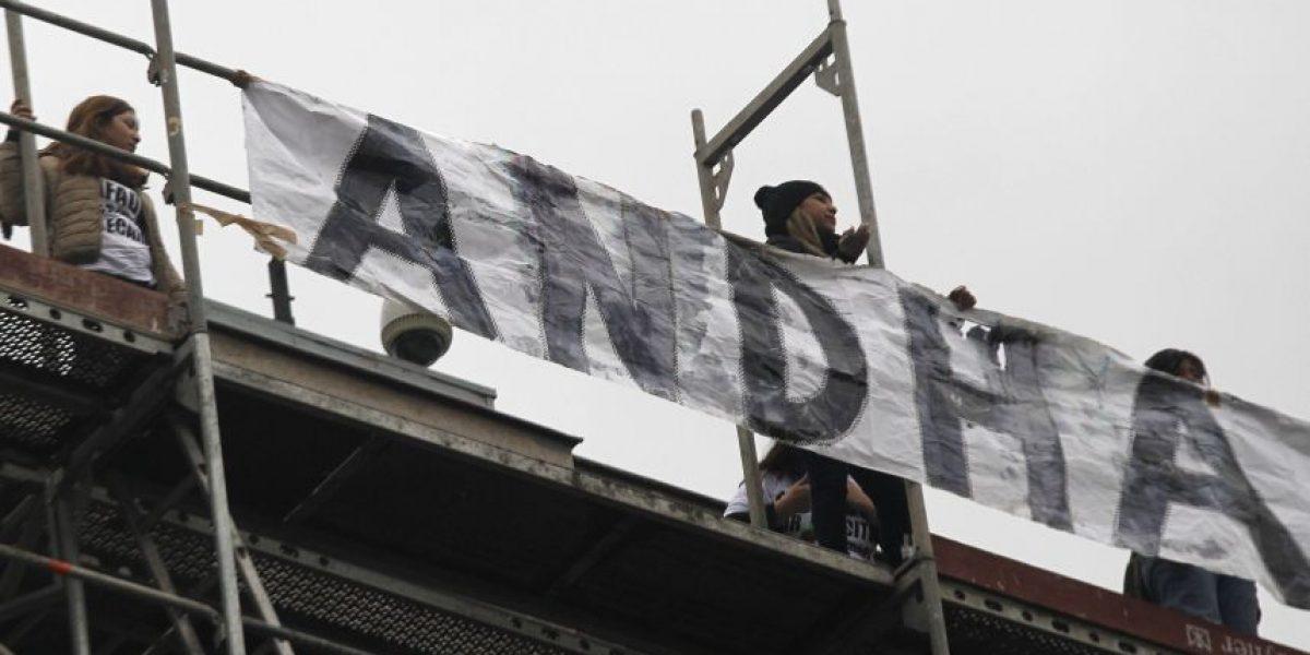 Manifestantes de Andha escalaron los andamios del Banco Central