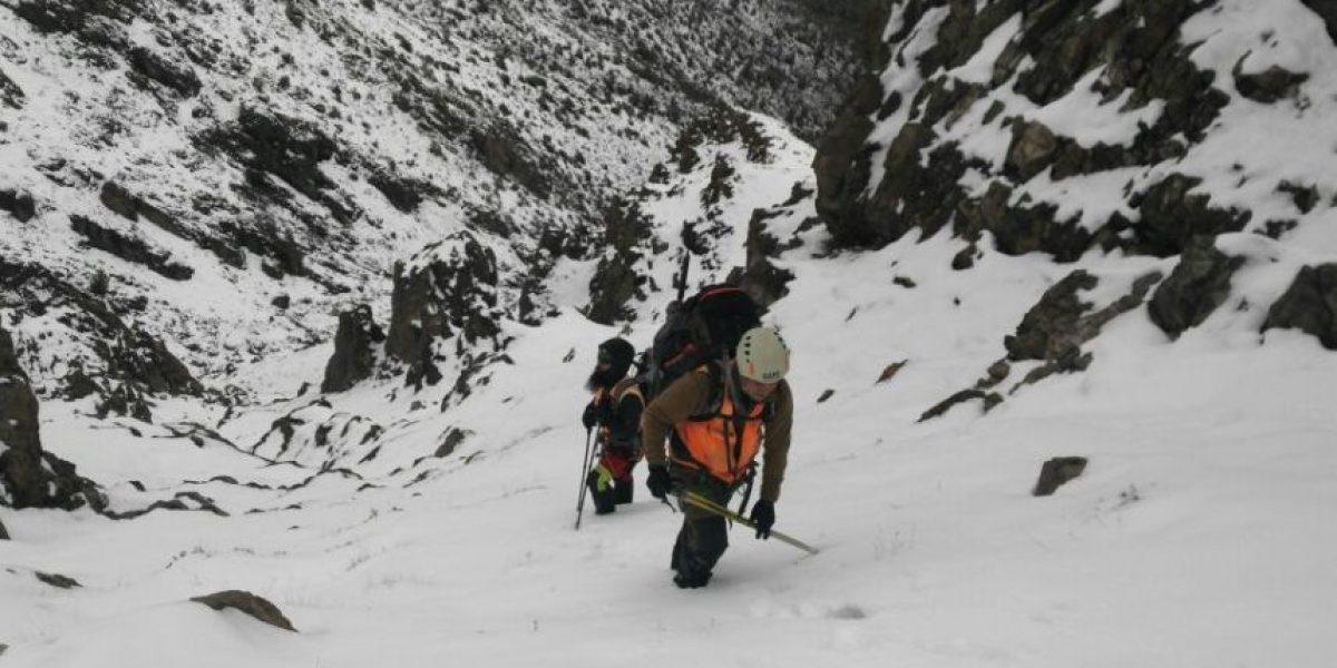 Ejército se suma con más de 100 efectivos a búsqueda de estudiantes extraviados en cerro Provincia